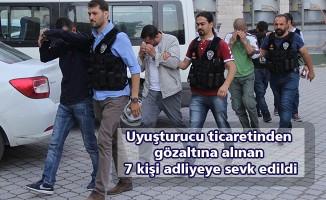 Uyuşturucu ticaretinden gözaltına alınan 7 kişi adliyeye sevk edildi