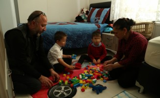 Biri otizmli iki kardeşe koruyucu aile oldular