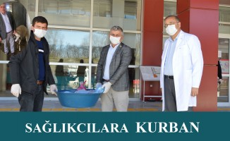 Samsun'un Havza İlçesinde Muhtar Sağlık çalışanları için kurban kesti.